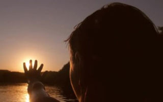 Причины боязни света у людей и методы избавления от нее