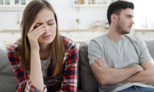 Мужчина и девушка устали от отношений: почему так происходит