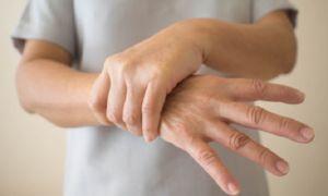 Почему трясутся руки при волнении и что с этим делать