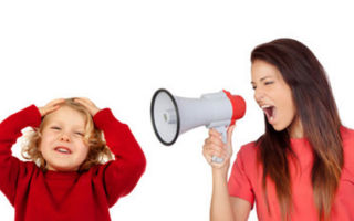 Почему мама кричит на ребенка постоянно и какие последствия?
