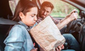 Почему стало укачивать в машине и что с этим делать