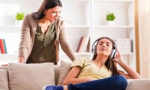 Как проявляется кризис подросткового возраста и что с ним делать