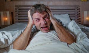 Почему человек кричит по ночам во сне и что делать