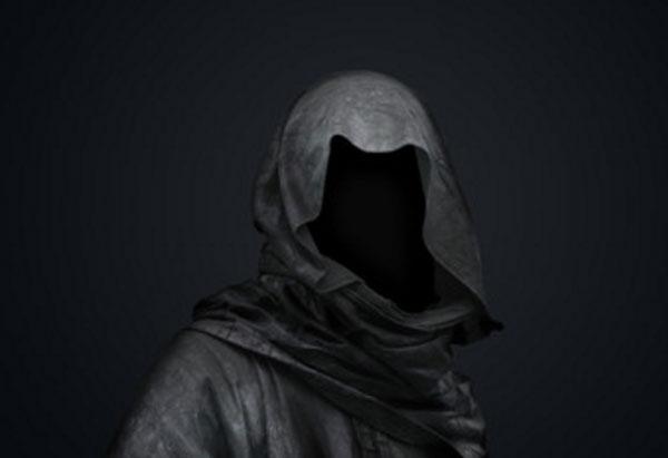Черный силуэт в капюшоне