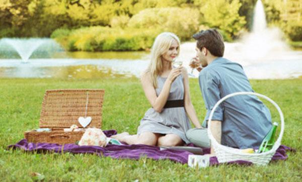 Пара на пикнике