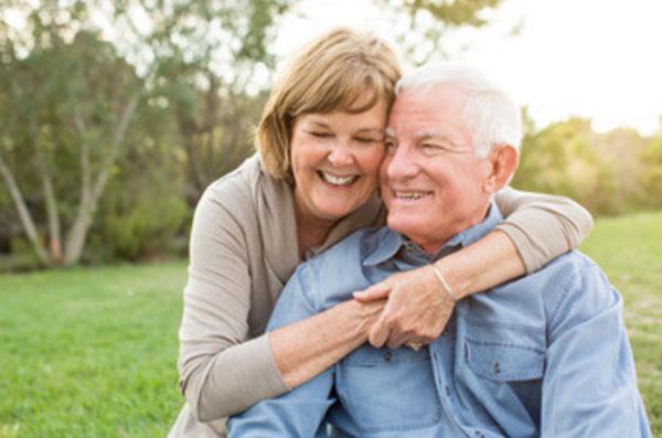 Старые мужчина и женщина