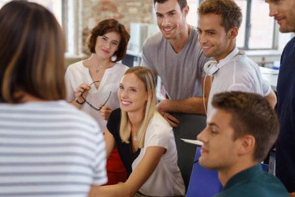 Общение компании людей