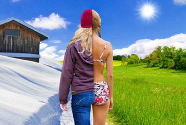 Половина картинки лето, половина зима. Половина девушки, стоящей в центре, в теплой одежде, половина в купальнике