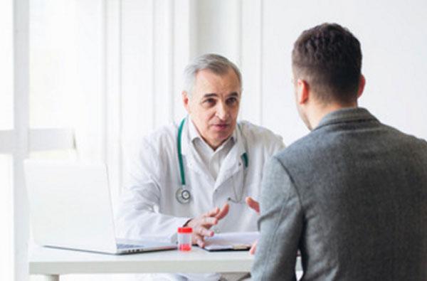 Общение мужчины с психиатром