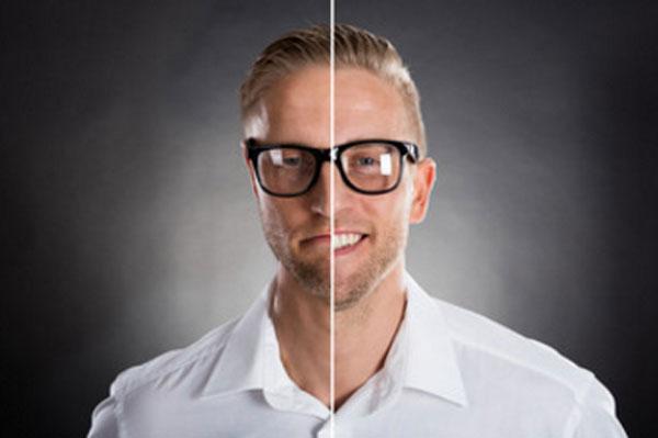 Фото мужчины разделено на две части. Одна улыбается, а другая грустит