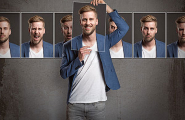 Фотографии одного и того же мужчины, демонстрирующего разные эмоции