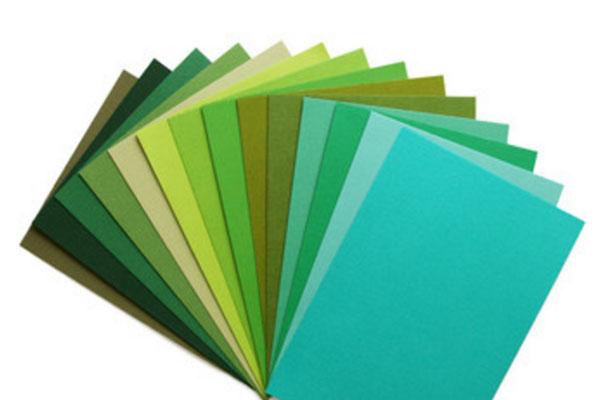 Веером разложенные листы фетра разных оттенков зеленого