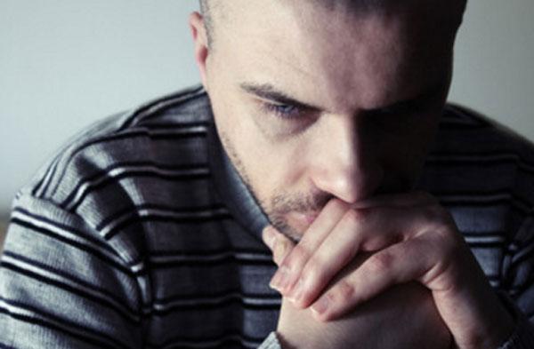 Мужчина в депрессивном состоянии