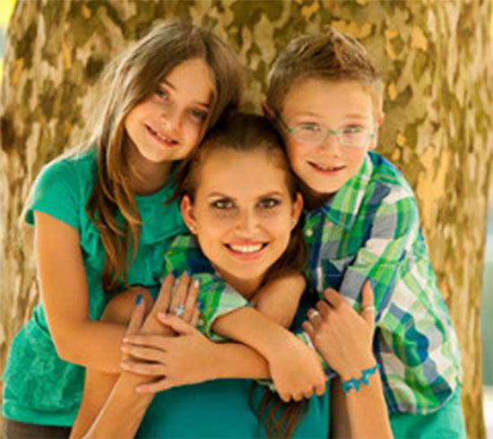 Мама, сын и дочь
