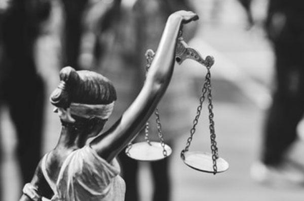 Статуя Леди справедливости